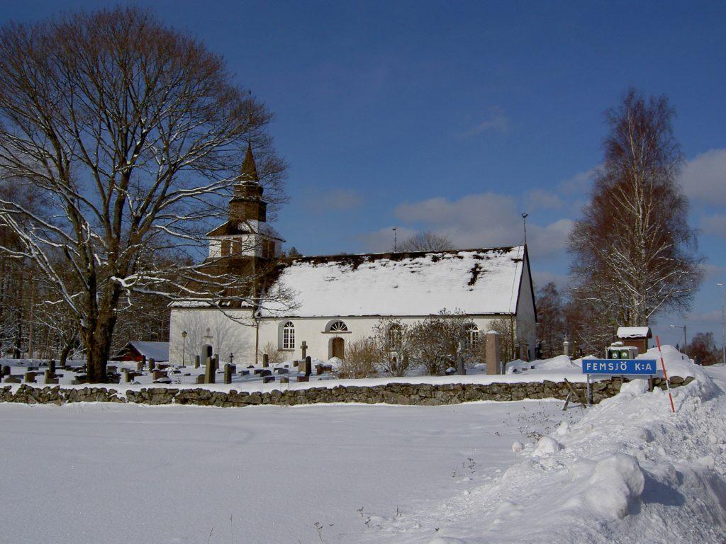Femsjö kyrka i vinterskrud